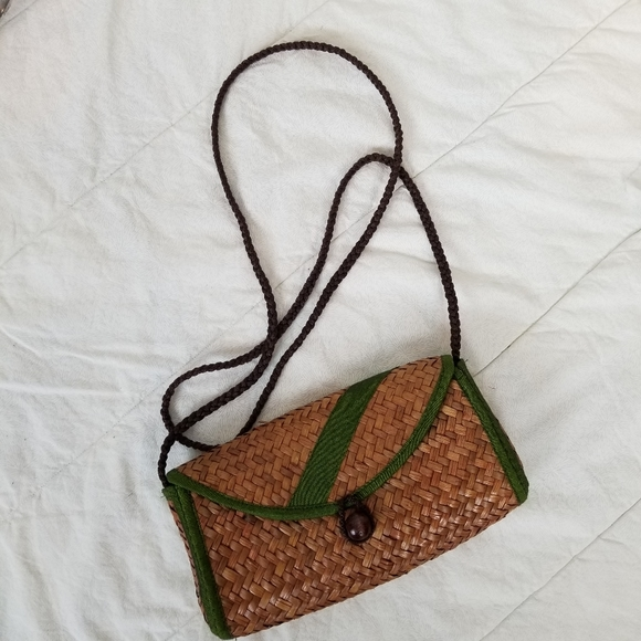 Small straw purse with green trim